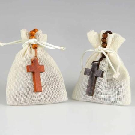 Rosario de madera en bolsa de algodón. Recuerdo para comunión