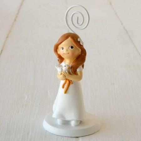 Portafotos Comunión niña con paloma en las manos, lleva una melena clásica con unas flores en el pelo