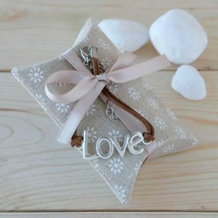 Pulsera marrón Love, con estuche con caramelos. Recuerdos para bodas
