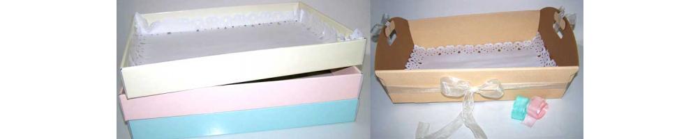 Elegantes cestas y bandejas para la presentación de los detalles