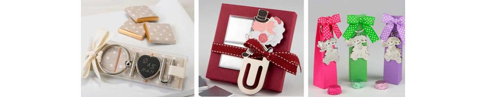 Originales Llaveros y marca páginas para boda | Detalles para boda