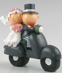 Figura para el pastel de bodas, Pit y Pita novios en vespa
